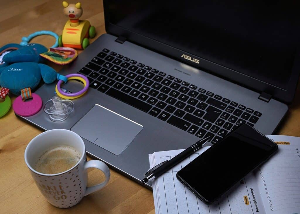 We often talk about all the pros of working from home, but seldom do we mention the cons of working from home. Here are some of the cons I feel I deal with while working from home. #workingfromhome #workfromhomelife #sharinglifesmoments